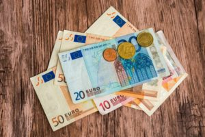 Netto lonen komen in 2017 dichter bij elkaar